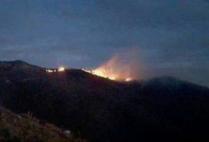 Incendi a Genova, riprende vigore il fronte di Sant'Ilario