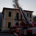 San Colombano Certenoli – Incendio brucia il tetto di una casa