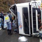 Cairo Montenotte, tir si ribalta in autostrada: due feriti