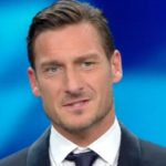"""Francesco Totti """"presenta"""" al Festival di Sanremo 2017"""