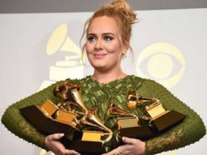 Adele trionfa ai Grammy's