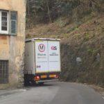 Camion incastrato a Campomorone, code sino a Pontedecimo