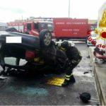 Roma, Auto vola giù dalla tangenziale: grave 30enne