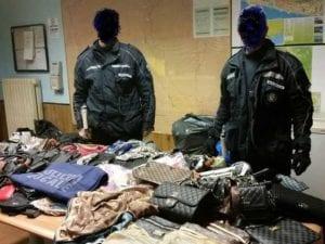 Genova, laboratorio di false griffes nel centro storico: tre denunciati