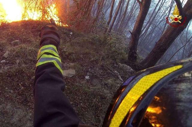 vigili fuoco incendio bosco