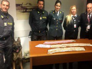 In aeroporto con 55mila euro, fermati e multati