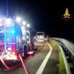 La Spezia – Vigili del fuoco intervengono per incidente stradale e camion in fiamme