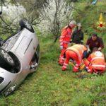 Serra Riccó, auto si cappotta in via Bandin. Donna soccorsa dai pompieri