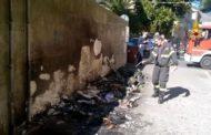 Genova - Incendiano cassonetto vicino ai tubi del gas a Prà