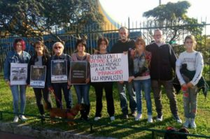 attivisti imbavagliati a Genova