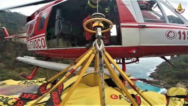 Genova - Cadavere di un uomo nei laghetti di Nervi, arriva l'elicottero