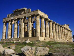 19enne genovese in prognosi riservata dopo essere caduta dal tempio di Selinunte