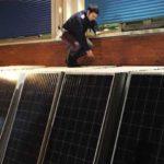 Pannelli solari nel furgone, fermato 40enne diretto in Africa