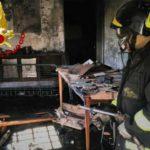 Mattarana, incendio in una palazzina di due piani