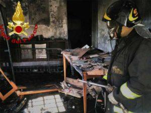 Incendio in una palazzina in frazione Mattarana