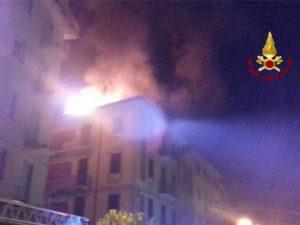 Un incendio è divampato in una palazzina di Fezzano