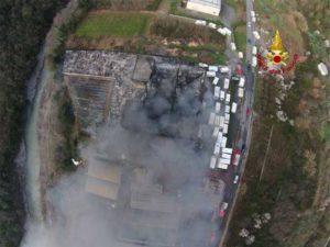 Incendio nel rimessaggio dei camper di Ortovero