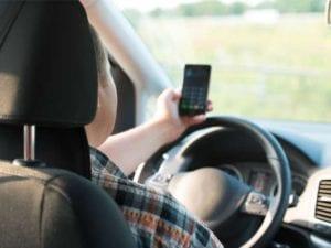 Cellulare al volante - Raffica di multe per il telefonino in piazza Giusti