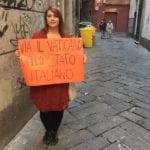 Papa Francesco a Genova – Giovane bloccata mentre protesta