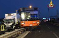 Mestre, camion contro bus: 24 feriti