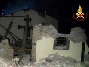 La chiesa del Castellare dopo l'esplosione che nella serata di ieri l'ha distrutta