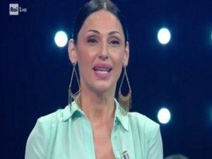 La cantante Anna Tatangelo in uno scatto durante la puntata de I migliori Anni