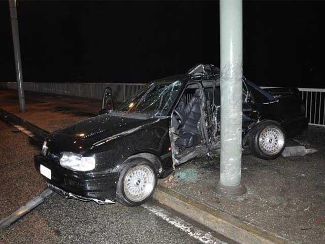 TORINO - Sbanda con l'auto in corso Giulio Cesare, deceduto ventenne
