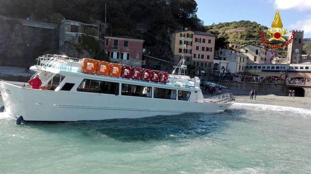Traghetto sugli scogli a Monterosso