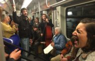 Flash mob in metro, Martina Vinci e i ragazzi di Uga cantano Fiona Apple