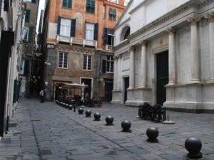 Genova , rapinò una donna con lo spary urticante: arrestato 28enne