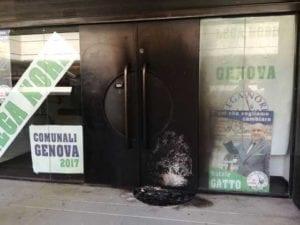 Genova, bomba incendiaria al point della Lega Nord di via Fieschi