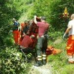 Giù nel dirupo sul monte della Guardia: motociclista soccorso dai Vigili del Fuoco