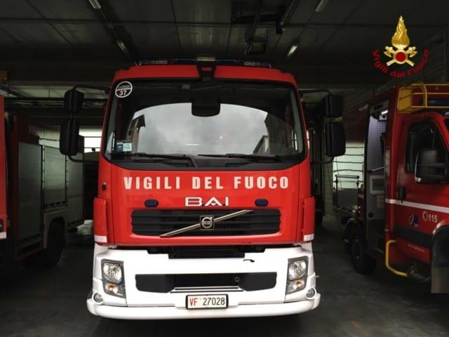 Vezzano Ligure, minaccioso incendio sulle alture del Valeriano