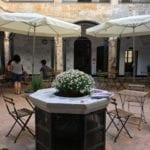 Genova, Tatabox e Agorà trasformano il chiostro di Santa Maria di Castello in aula studio