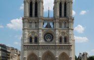Parigi - Assalto a Notre Dame, uomo ferito dalla polizia dopo aggressione