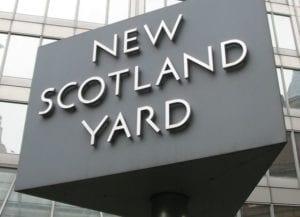 Londra, auto contro le barriere del Parlamento di Westminster: un arresto