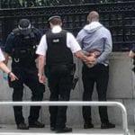"""Londra – Uomo armato di coltello fermato vicino a Westminster: """"Non è terrorismo"""""""