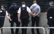 Londra - Uomo armato di coltello fermato vicino a Westminster: