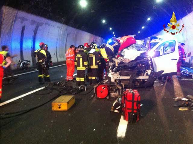 Incidente in A26, 45enne in coma:
