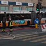Genova, bus in fiamme in via Brigate Partigiane