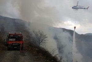 Ancora in fiamme le alture di Bargagli