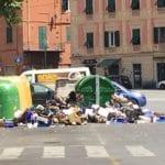 Marassi – Piazza Galileo Ferraris invasa dalla spazzatura dopo il mercato rionale