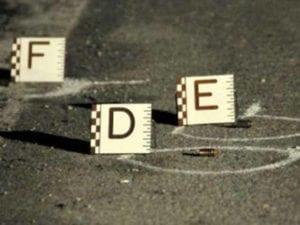 Cinecittà, spari davanti a un bar nel pomeriggio: due feriti