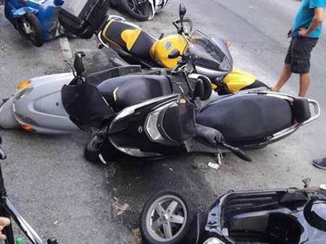 Genova - Raffiche di vento a San Teodoro, rami abbattuti e cartelloni stradali strappati