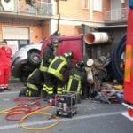 Incidente a Cogorno, furgone si ribalta e l'autista resta intrappolato