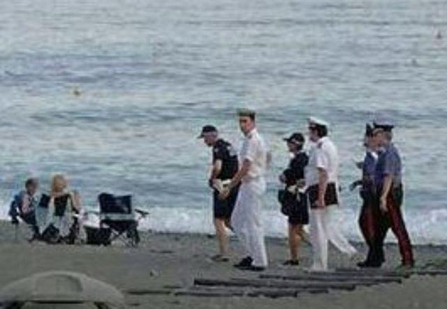 Bordighera - Raffica di multe per chi occupa la spiaggia con lettini e ombrelloni