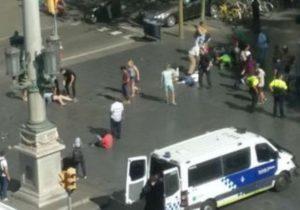 Barcellona - Feriti 3 italiani nell'attentato con il furgone nella Rambla
