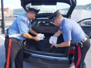 Albenga, trovato con un chilo di hashish nel cestino della bici: arrestato pusher
