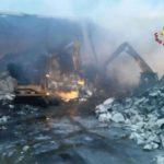 Incendio a Ponte Somalia – Rogo ancora attivo durante la notte