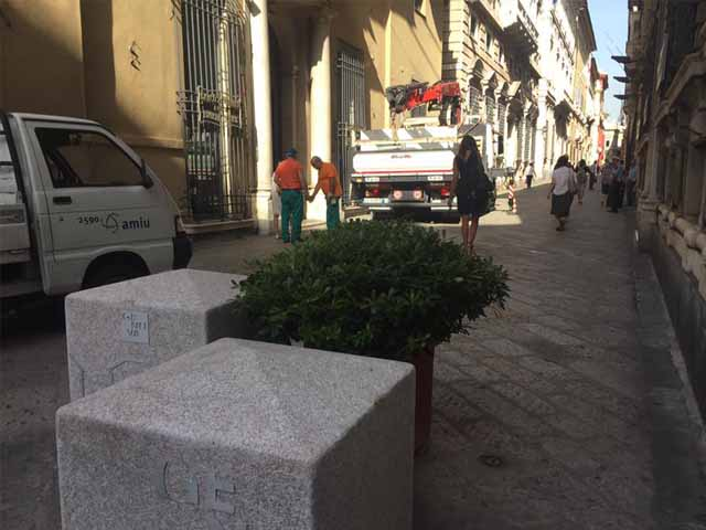 Terrorismo, a Genova fioriere di granito contro gli attentati